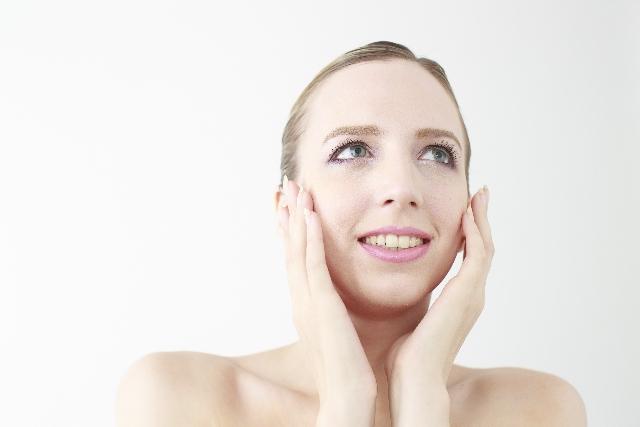 化粧のノリも変わる顔脱毛